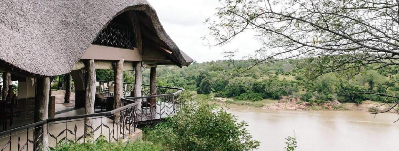 Chilo Gorge Safari Lodge viewing deck