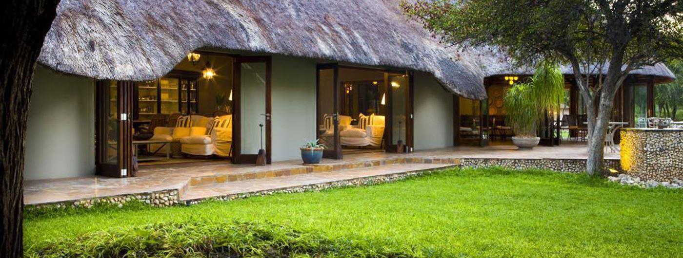 The main lodge at Mushara Lodge