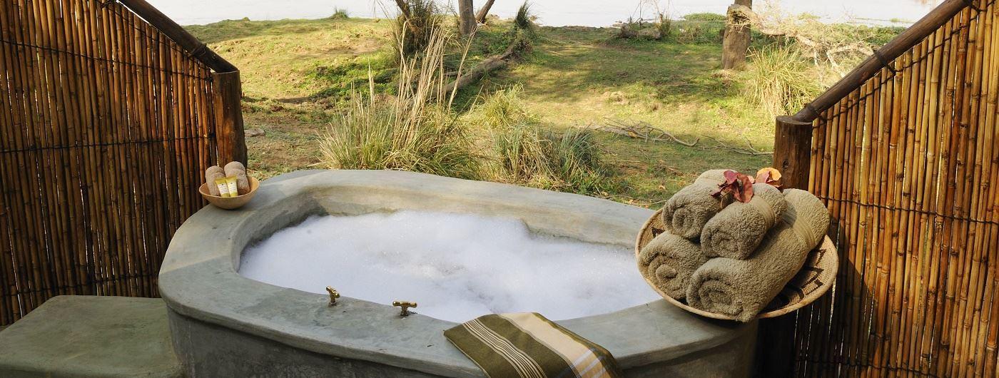 Old Mondoro bathtub