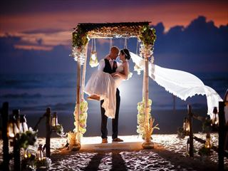Beautiful sunset wedding at the AVANI Bentota