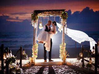 Beautiful sunset wedding at the AVANI Bentota