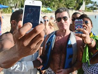 Fans crowd Simon Cowell in Barbados