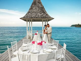 Experience your wedding over the water