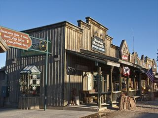 Rustic storefronts in Bryce Canyon