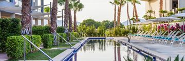The swim-up pool at Zafiro Palace Alcudia