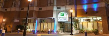 Holiday Inn Express Toronto Downtown, Exterior