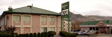Sandman Inn & Suites Kamloops, Exterior of Inn and Denny's Restaurant