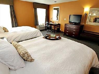 Double double guestroom, Hampton Inn Seattle
