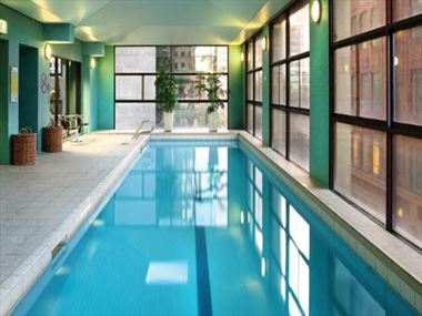Adina Apartment Hotel Melbourne swimming pool