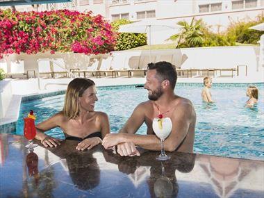 Swim-up bar at Comfort Suites Paradise Island