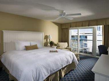 Hampton Inn & Suites Oceanfront Resort Room