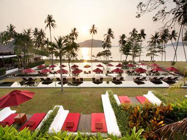 Swimming pool and sun loungers at The Vijitt Resort