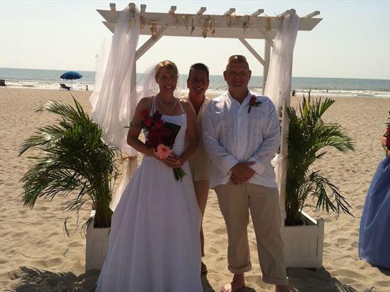 Hilton Cocoa Beach, Bride and groom under arch