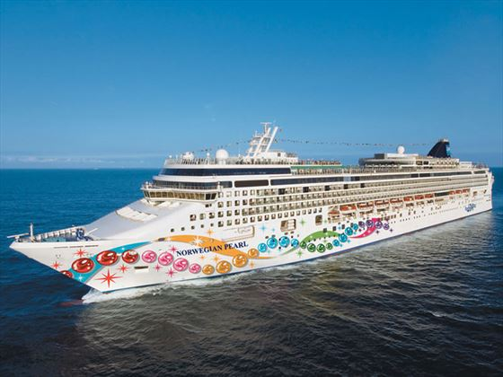NCL Norwegian Pearl at sea