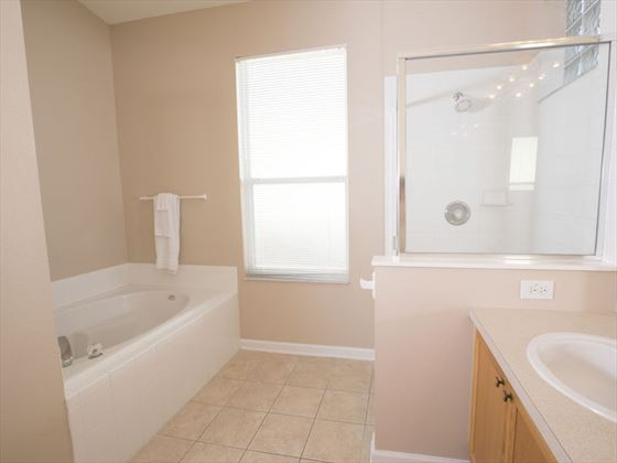Example of Windsor Palms Home - Bathroom
