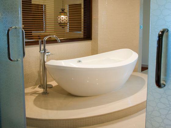 Al Manzil Burj View Suite bathroom