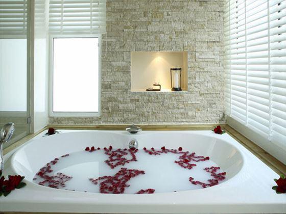 Aleenta Phuket - Phang Nga Resort and Spa Pool Residence bathroom
