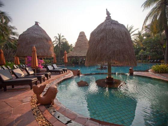 Anantara Hua Hin main swimming pool