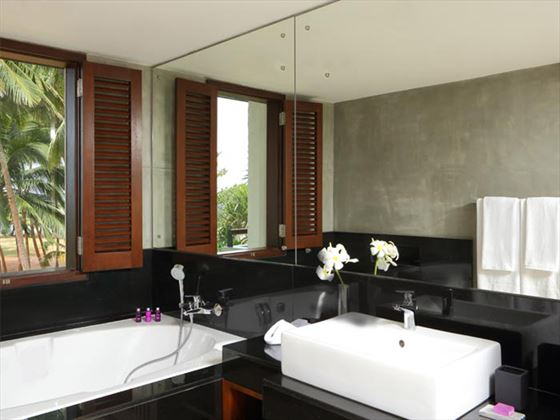 AVANI Kalutara Junior Suite bathroom
