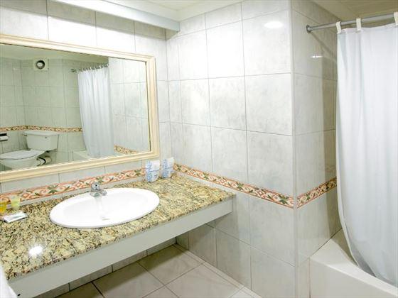 Barbados Beach Club bathroom