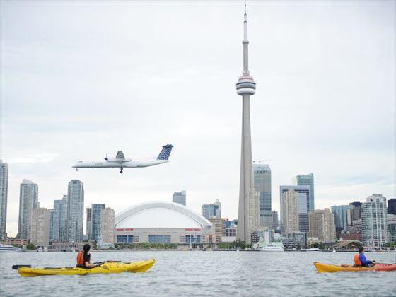 Take a kayak trip to enjoy the best views of Toronto (Ontario Tourism)