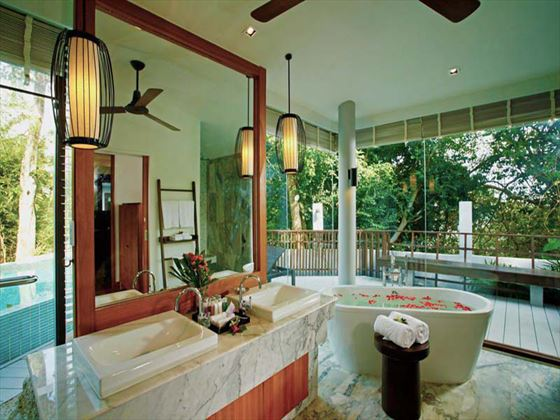 Centara Villas Samui Family Deluxe Pool Villa bathroom