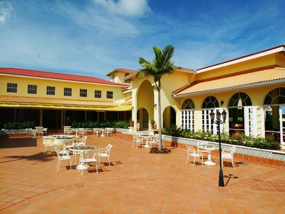 Grenadian by Rex Resorts courtyard