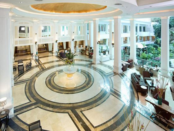 Dusit Thani Pattaya lobby
