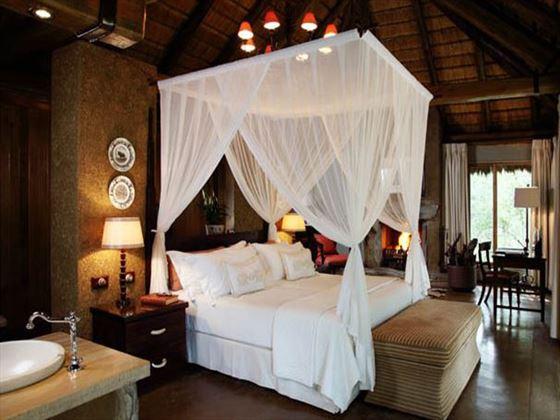 Four-poster bed at Camp Jabulani