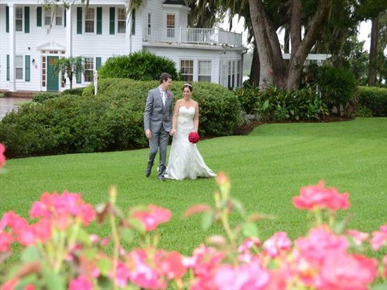 Beautuful wedding setting at the front of Cypress Grove House