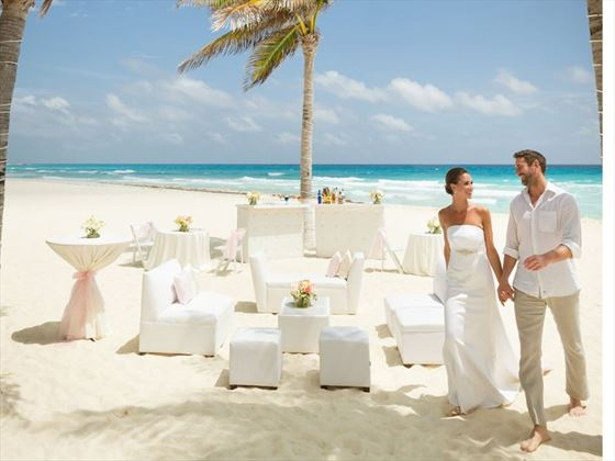 Beach setting for your wedding at the Gran Caribe Resort & Spa