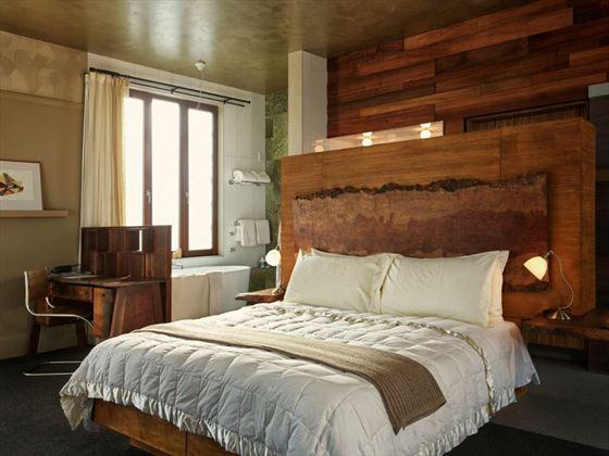Hapuku Lodge bedroom and bathroom
