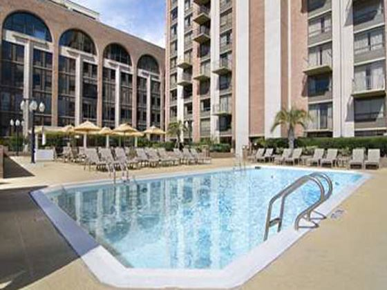 Hilton Savannah Desoto Swimming Pool