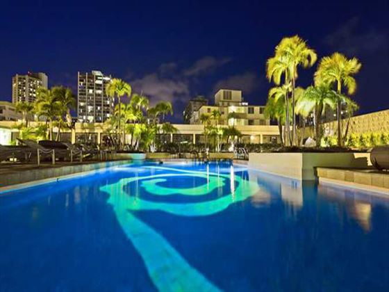 Hilton Waikiki Beach swimming pool