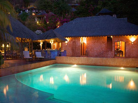 Laluna swimming pool at night