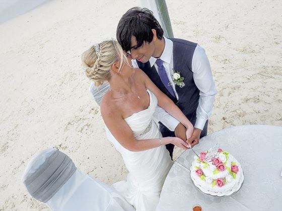 Cake cutting at LUX* Belle-Mare