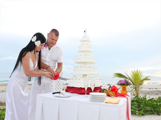 Cake cutting ceremony at Mai Samui