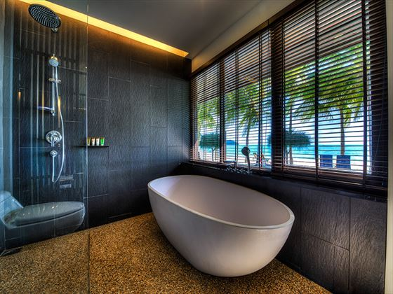 Meritus Pelangi Beach Resort & Spa Beachfront Chalet bathroom