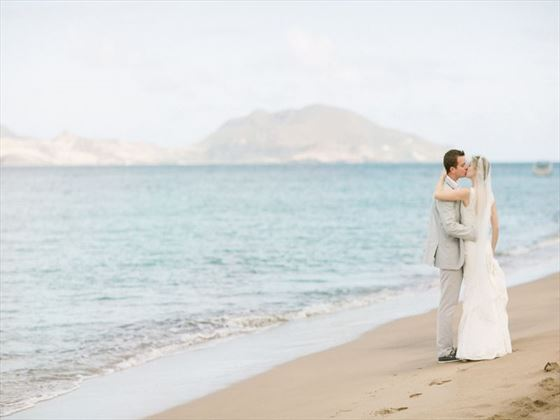 Bride & groom at the Montpelier Plantation Resort