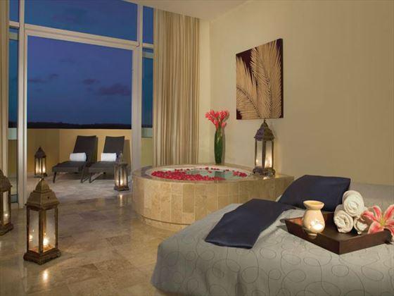 Now Jade Riviera Cancun Jacuzzi tub