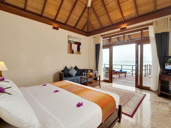 Olhuveli Beach & Spa Resort Jacuzzi Water Villa