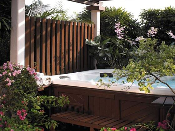 Open-air Jacuzzi at Shangri-La Hotel