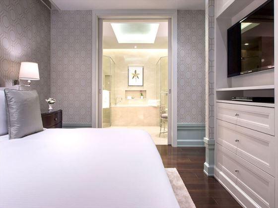 Oriental Residence One-bedroom Suite