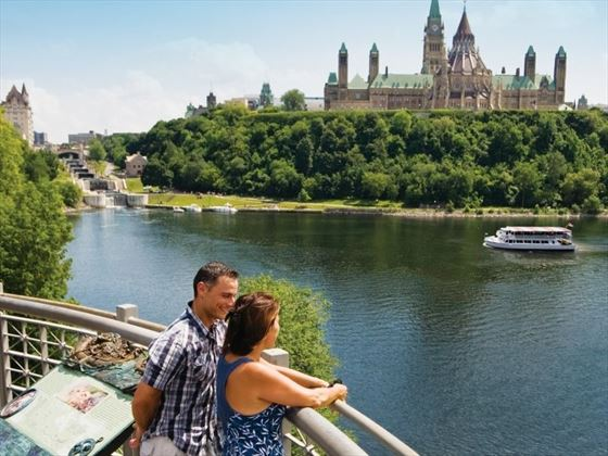 Couple overlooking the Ottawa river and Parliament