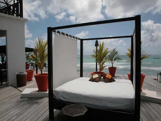Outdoor four-poster lounge area at Silverpoint Hotel
