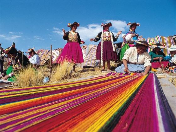 Peruvian women weaving