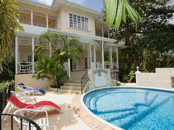 Pool, sun terrace and veranda