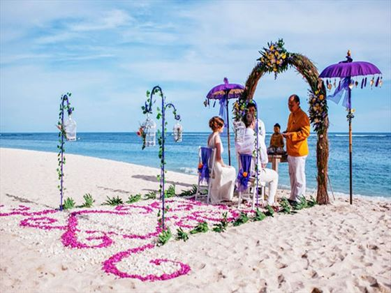 Beautiful beach setting for your wedding ceremony