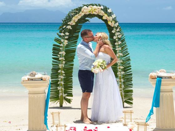 Bride & Groom at the Savoy Seychelles Resort and Spa