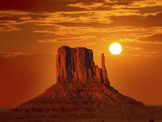 Sunrise over the geographical marvel of Monument Valley